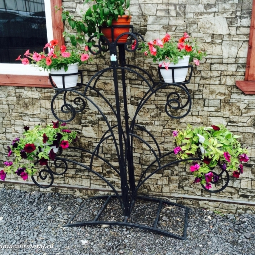 Подставка для цветов на улицу из металла фото
